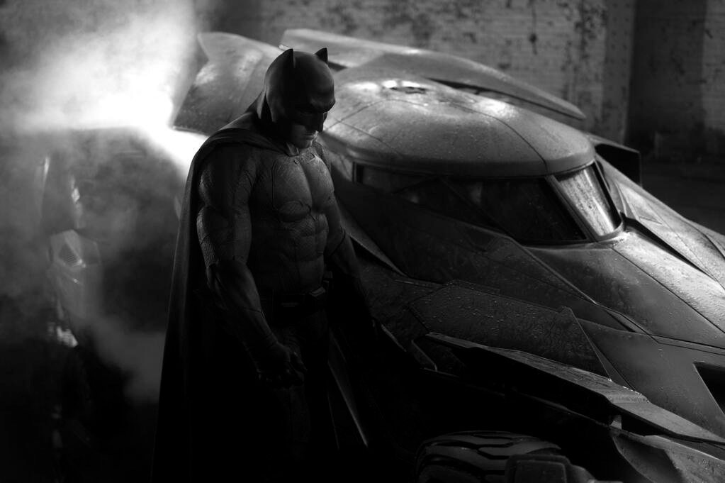 zack-snyder-reveals-first-look-at-ben-afflecks-batman-and-the-new-batmobile