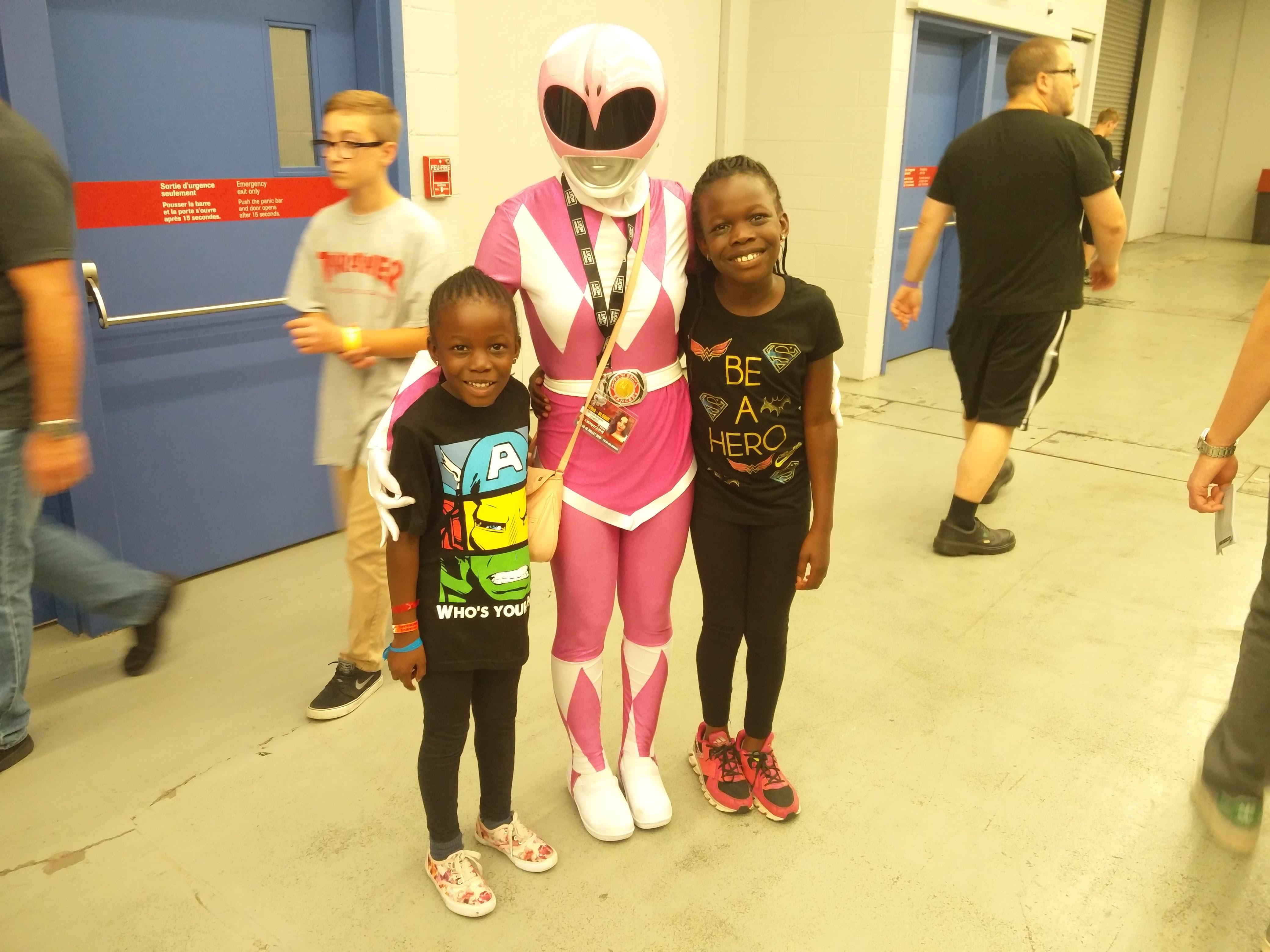 montreal-comiccon-2016-pink-power-ranger-girls